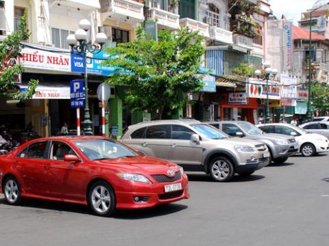 Phí cấp biển số ô tô Tp.HCM chính thức áp dụng 11 triệu từ 1/9/2015