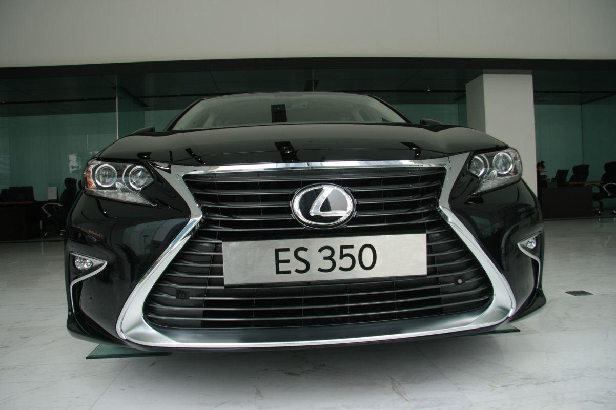 Lexus ES 350 model 2016