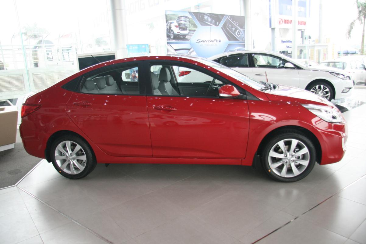 Hyundai Accent blue sedan 2016