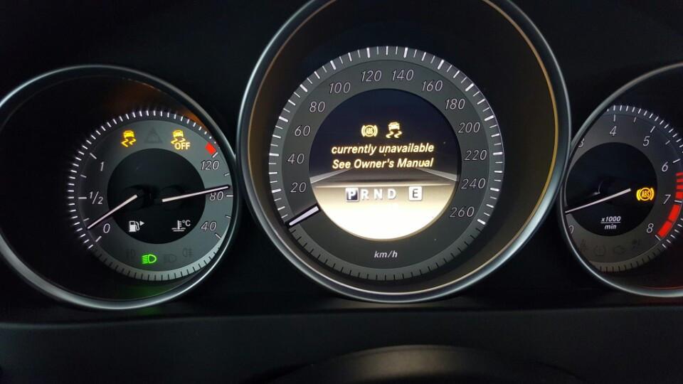 Đèn ABS và ESP sáng báo hiệu lỗi gì?