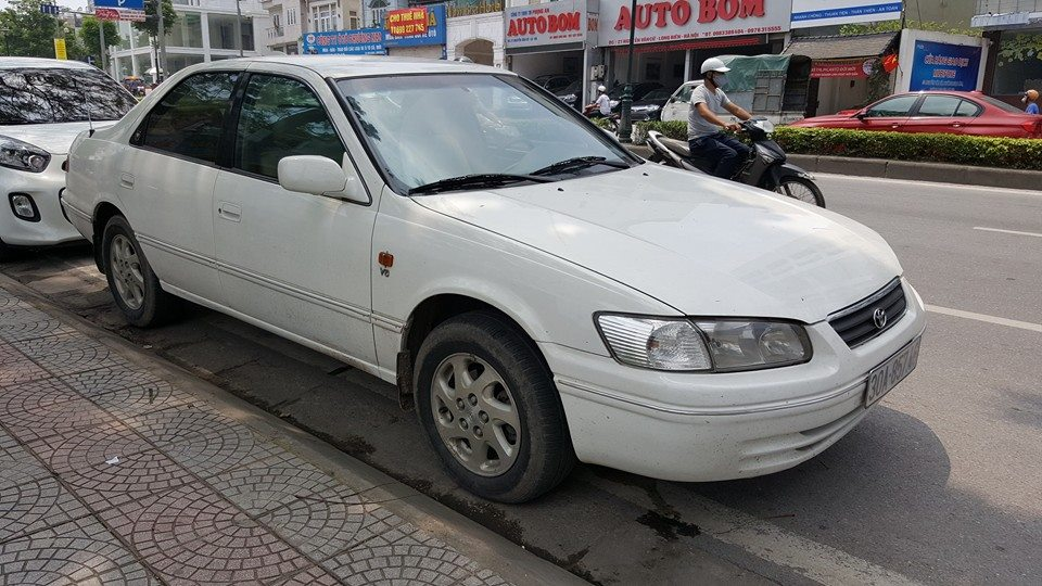 xe Toyota Camry 3.0 2000