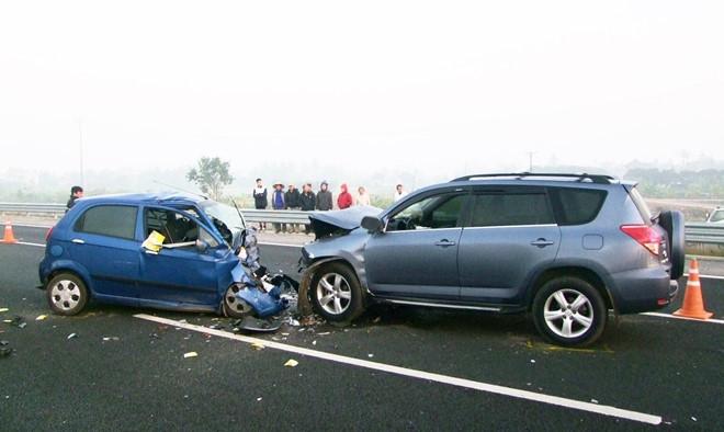 Chia sẻ kinh nghiệm kiểm tra ô tô cũ – P1: Check thân vỏ, phát hiện xe tai nạn