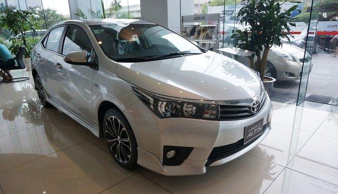 Toyota Corolla Altis 2.0V 2017