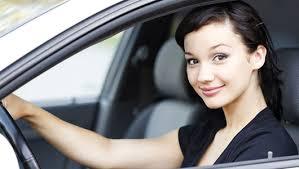 10 thói quen thường mắc phải gây hại cho xe