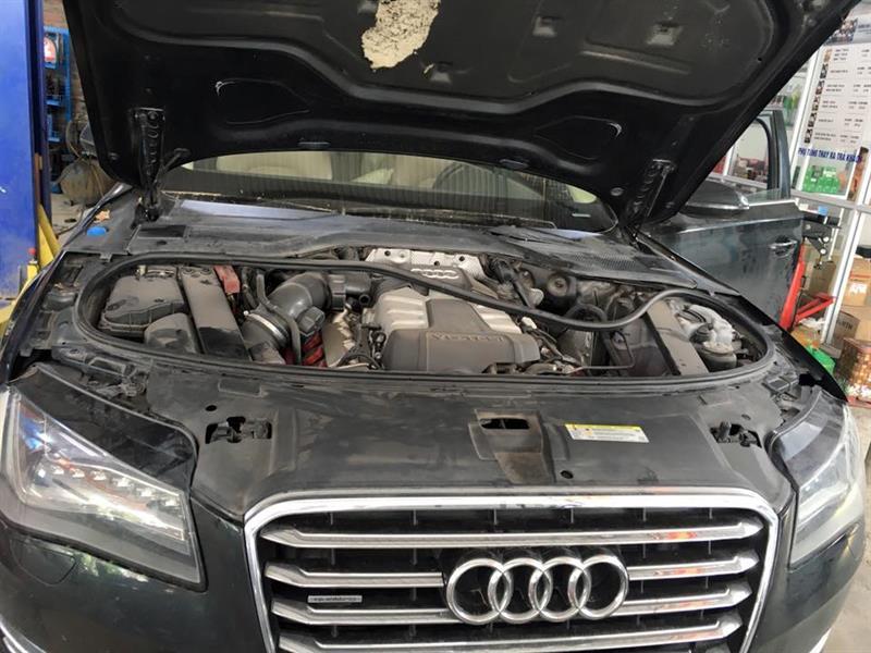 Giảm sóc Audi A8