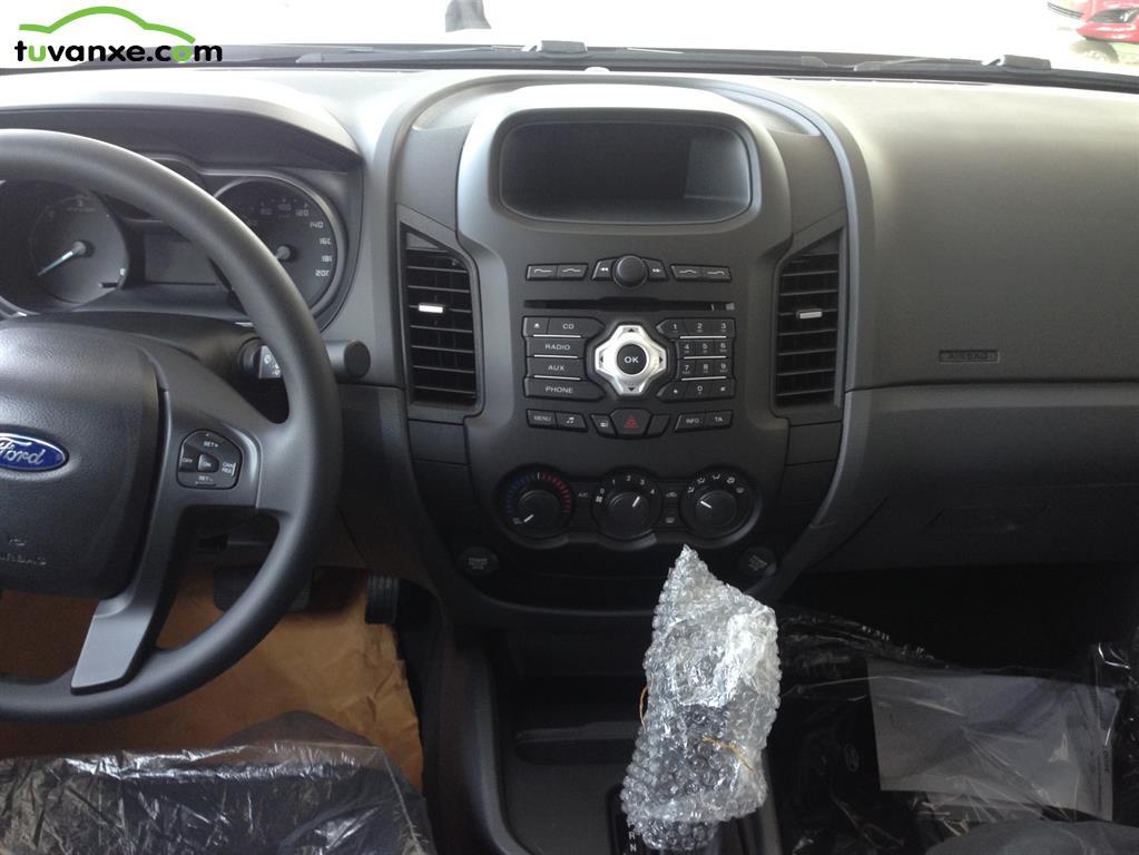 Ban xe Ford Ranger XLS AT