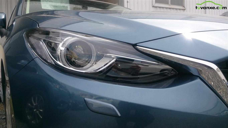Mazda 3 1.5 sedan model 2015