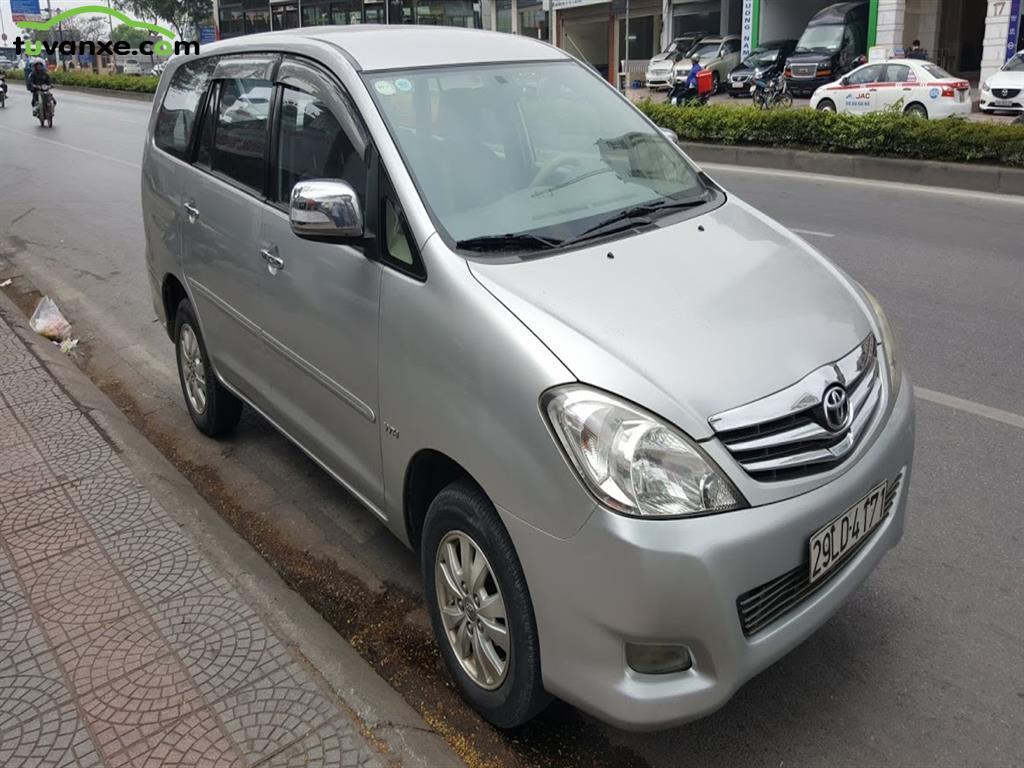 Toyota Innova V 2010