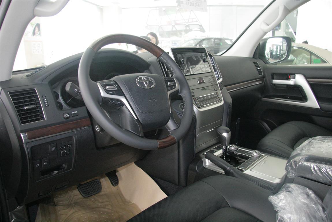 Toyota Land Cruiser VX 2017
