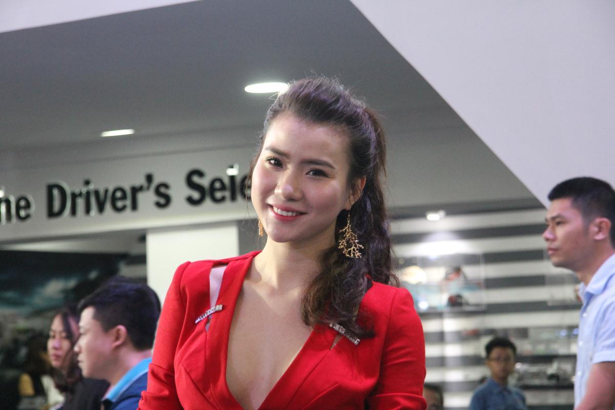 Người mẫu Việt khoe sắc tại Vietnam Motor Show 2015 45