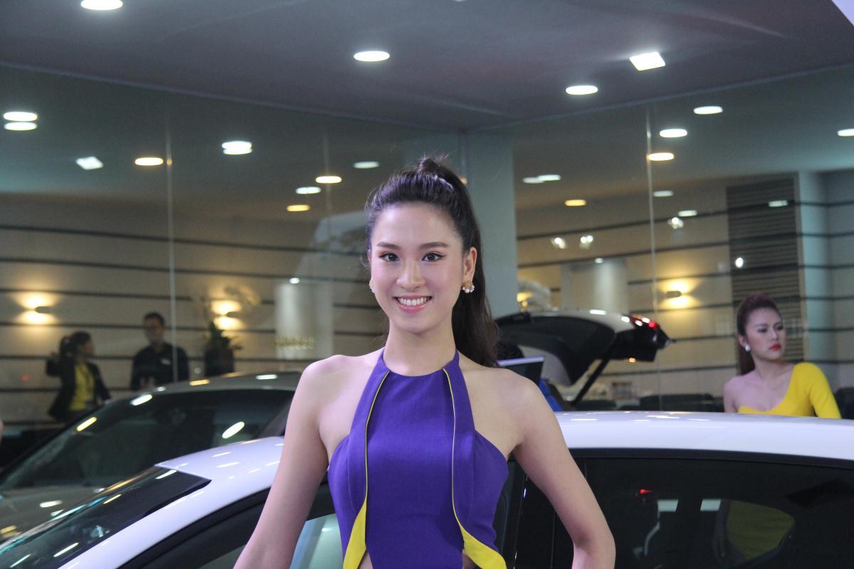 Người mẫu Việt khoe sắc tại Vietnam Motor Show 2015 47