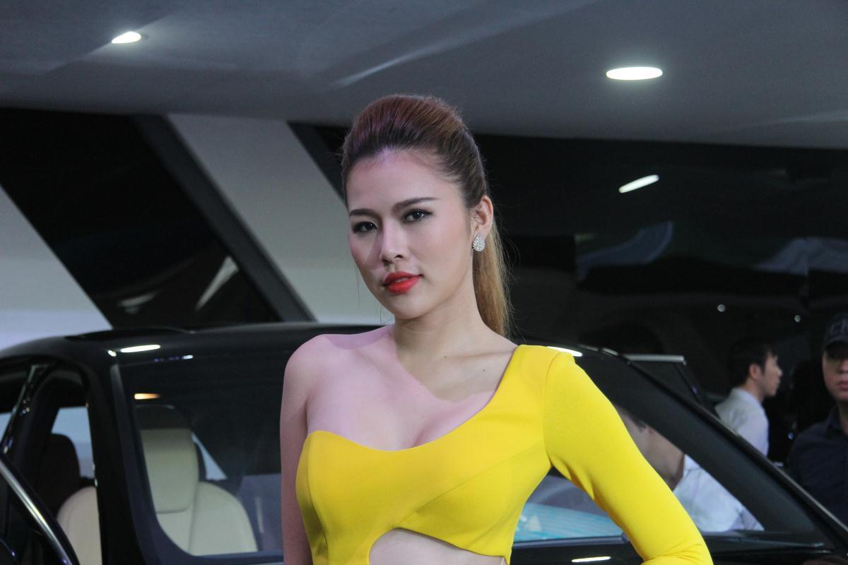 Người mẫu Việt khoe sắc tại Vietnam Motor Show 2015 49