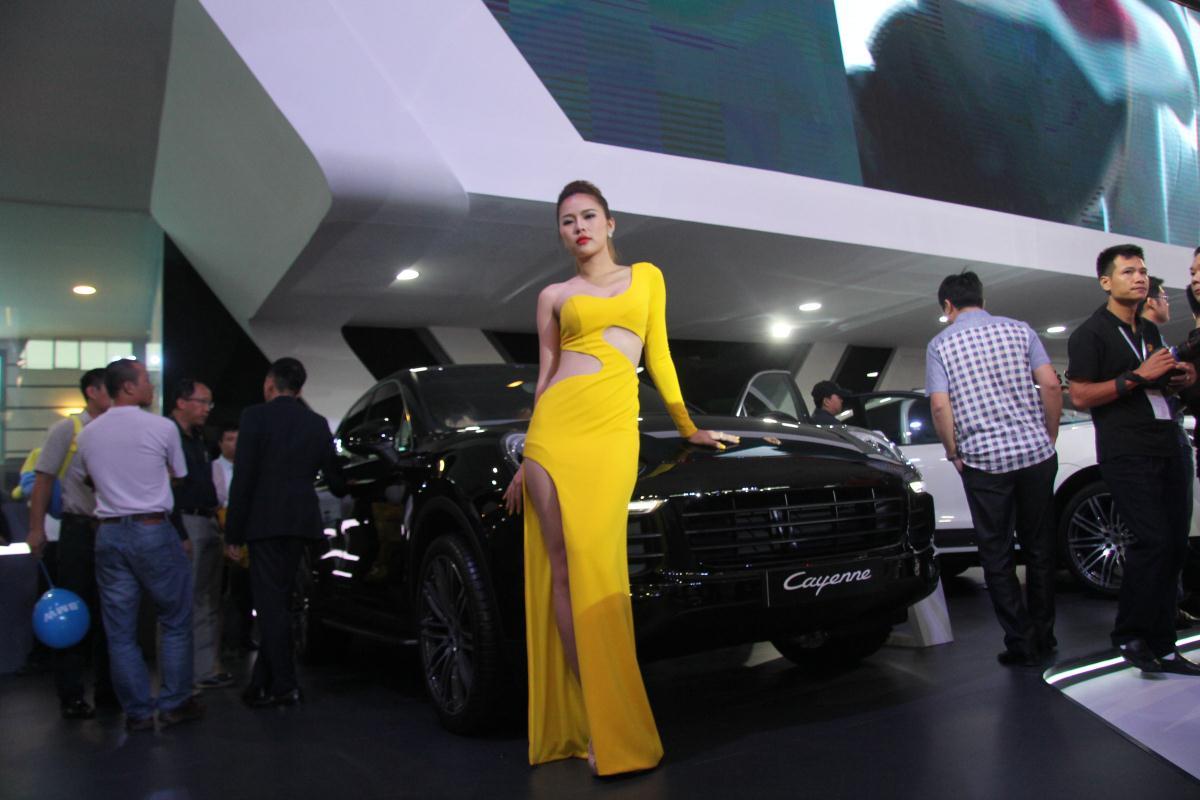 Người mẫu Việt khoe sắc tại Vietnam Motor Show 2015 50