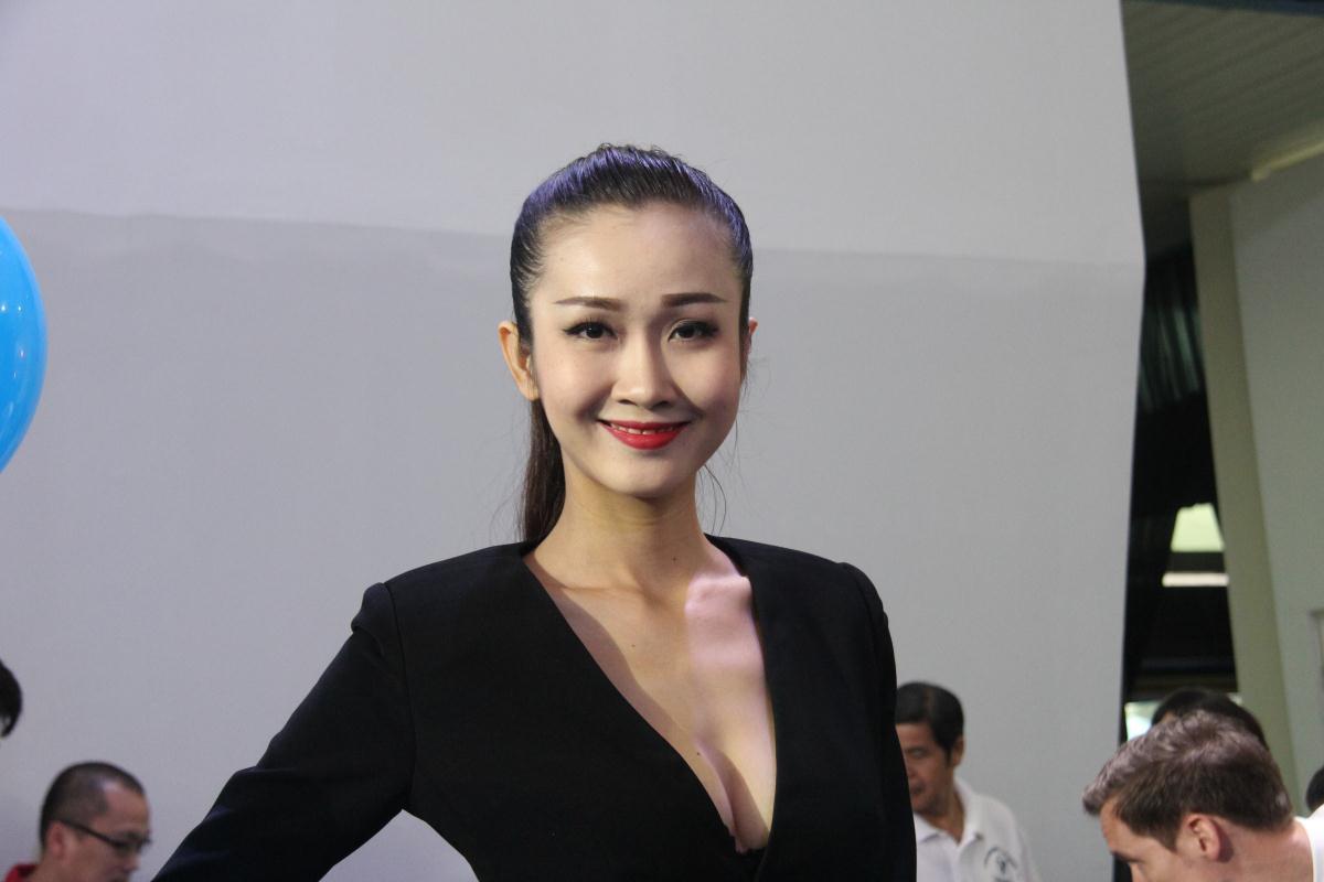 Người mẫu Việt khoe sắc tại Vietnam Motor Show 2015 52
