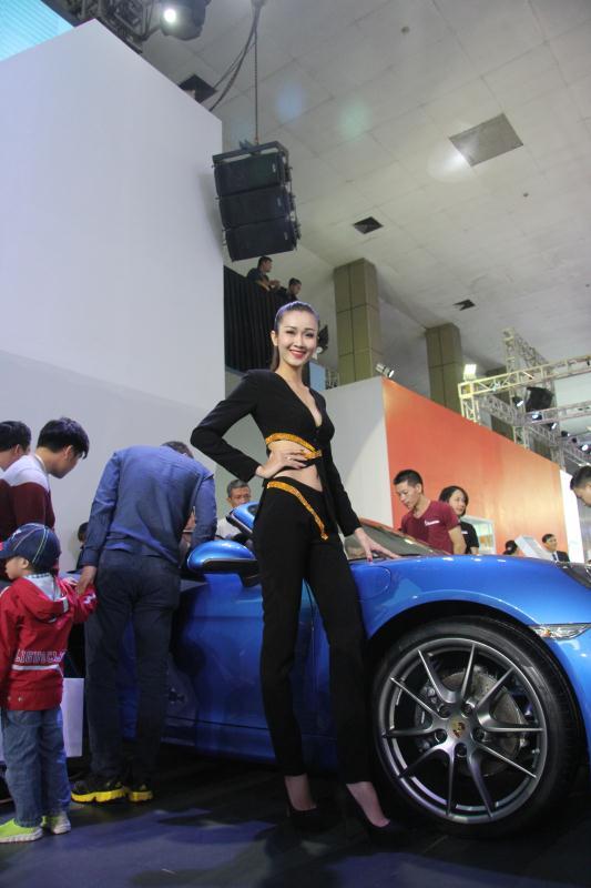 Người mẫu Việt khoe sắc tại Vietnam Motor Show 2015 53