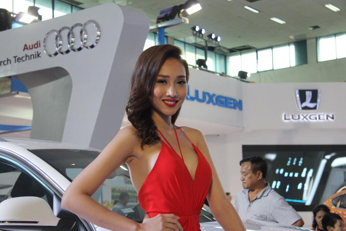 Người mẫu Việt khoe sắc tại Vietnam Motor Show 2015 54