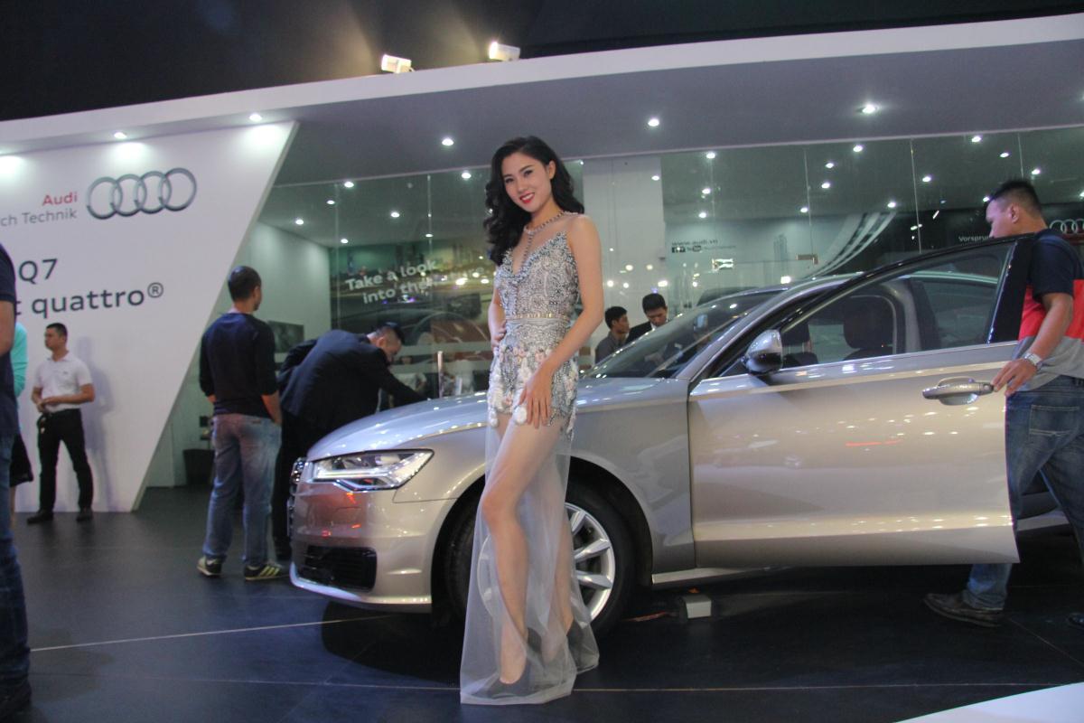 Người mẫu Việt khoe sắc tại Vietnam Motor Show 2015 56