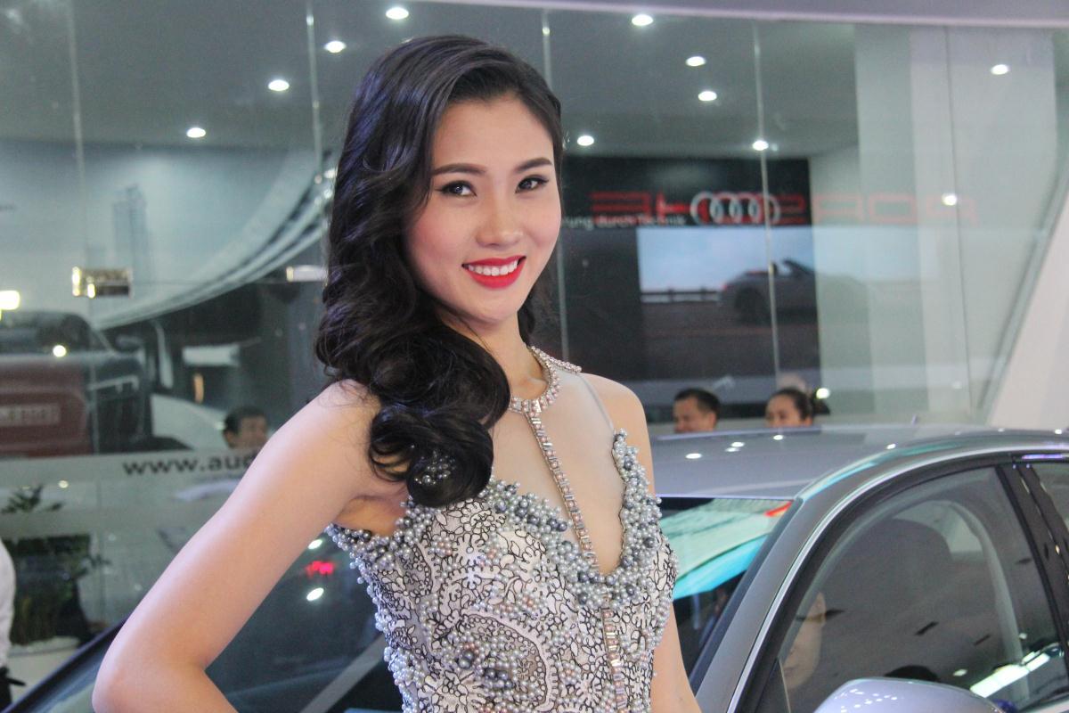 Người mẫu Việt khoe sắc tại Vietnam Motor Show 2015 57