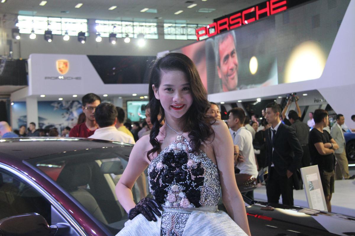 Người mẫu Việt khoe sắc tại Vietnam Motor Show 2015 58