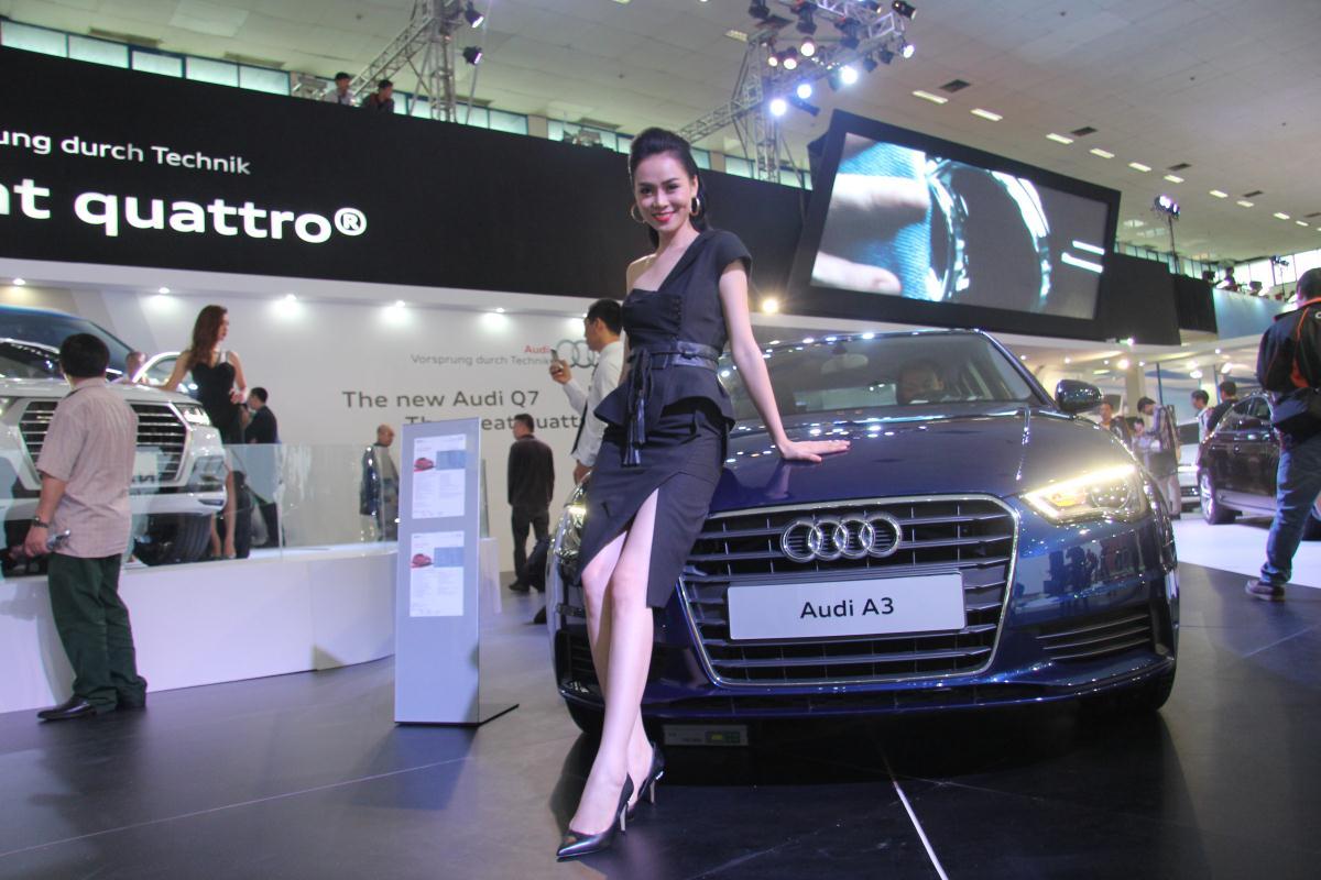 Người mẫu Việt khoe sắc tại Vietnam Motor Show 2015 60