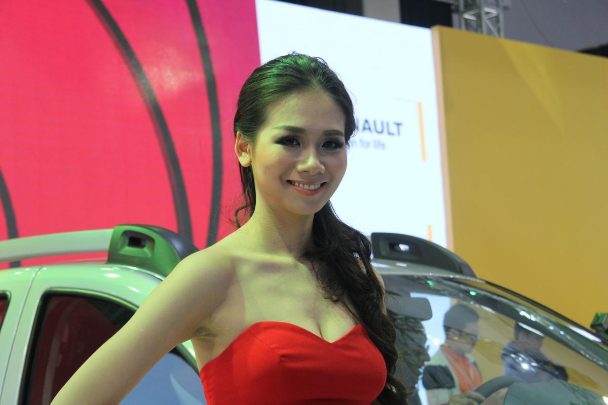 Người mẫu Việt khoe sắc tại Vietnam Motor Show 2015 61
