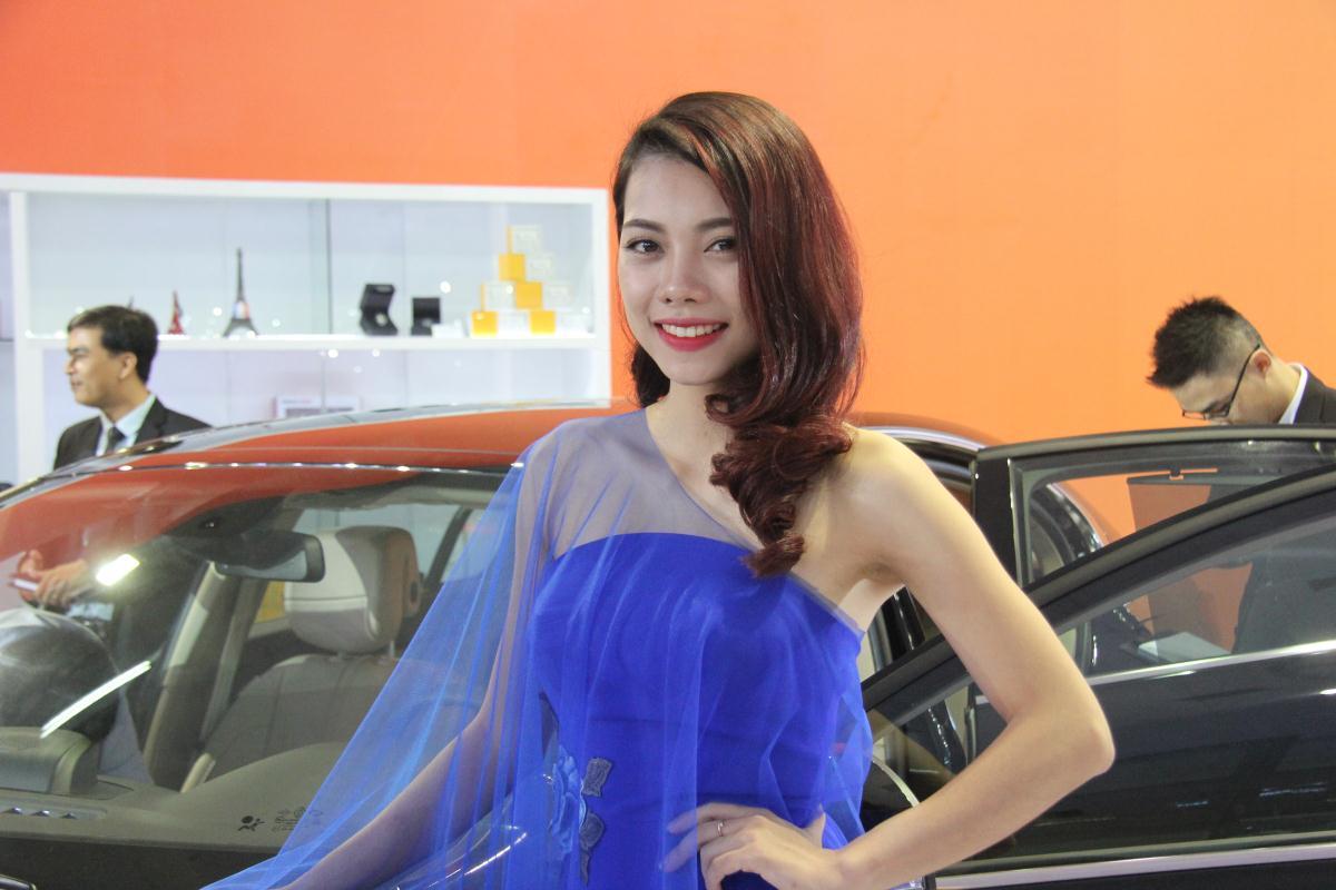 Người mẫu Việt khoe sắc tại Vietnam Motor Show 2015 64