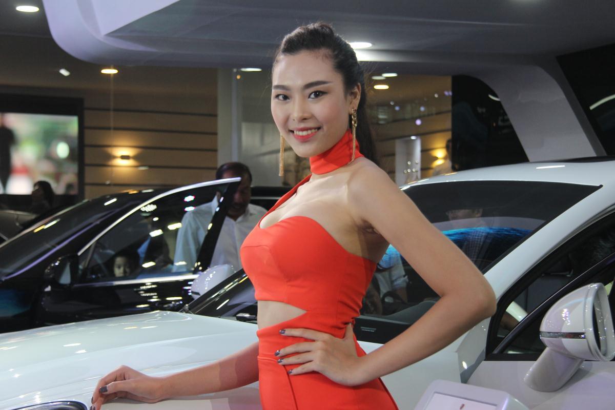 Người mẫu Việt khoe sắc tại Vietnam Motor Show 2015 65