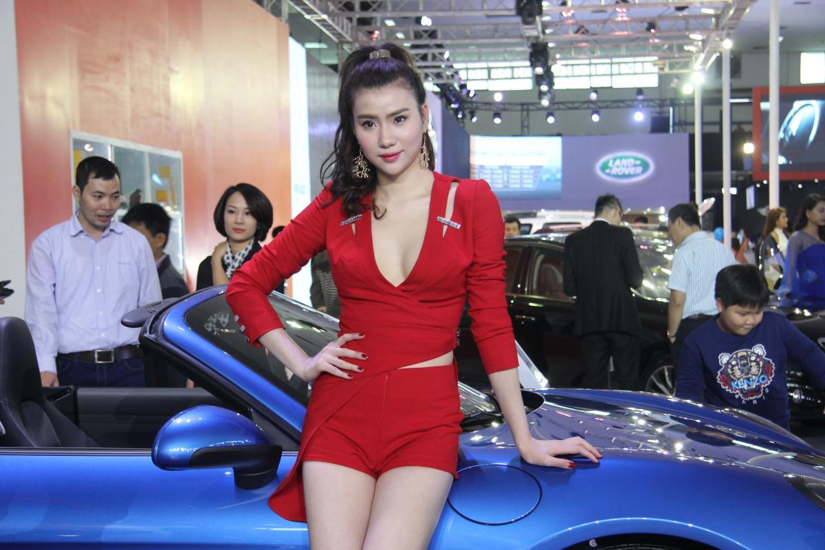 Người mẫu Việt khoe sắc tại Vietnam Motor Show 2015 66