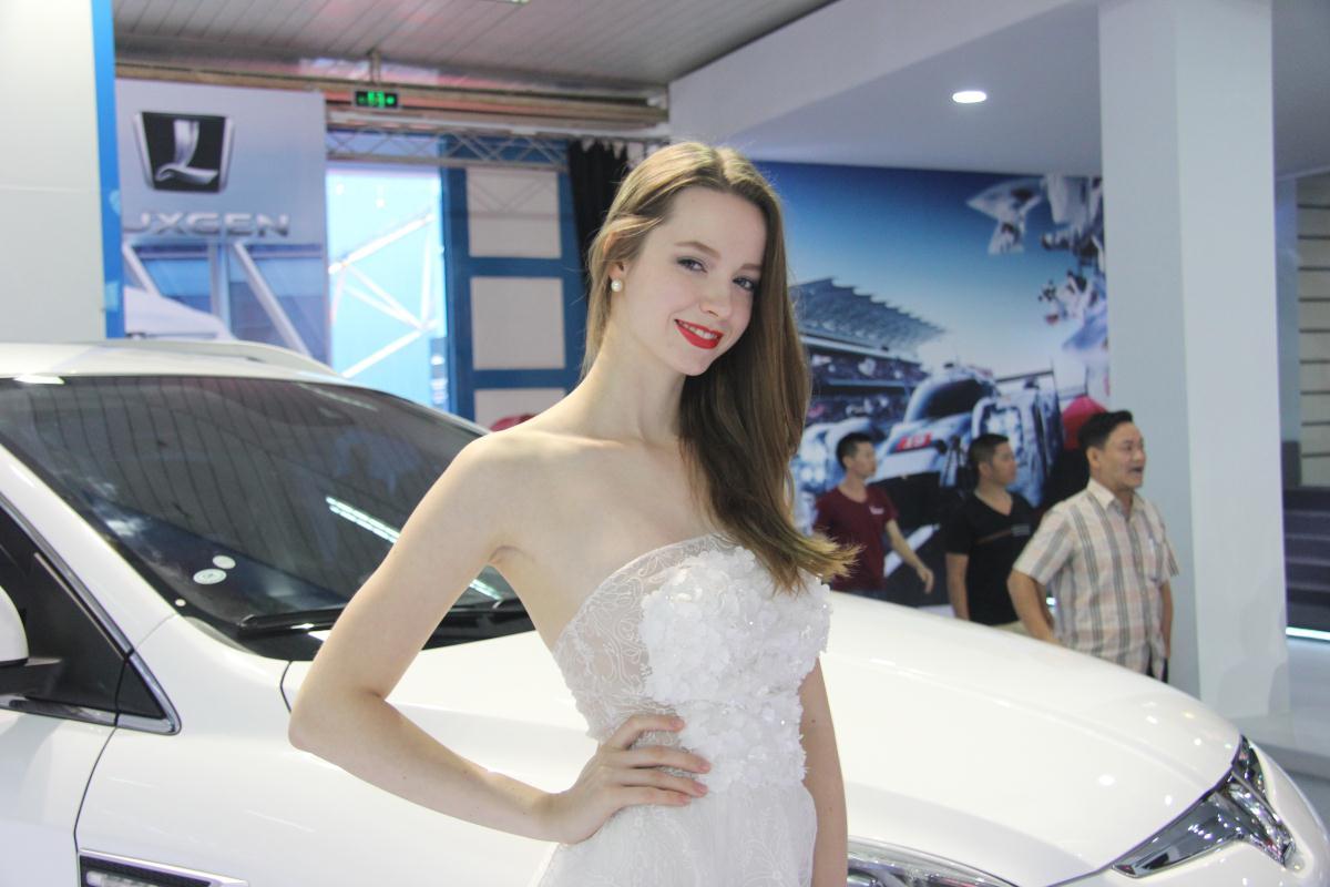 Người mẫu Việt khoe sắc tại Vietnam Motor Show 2015 68
