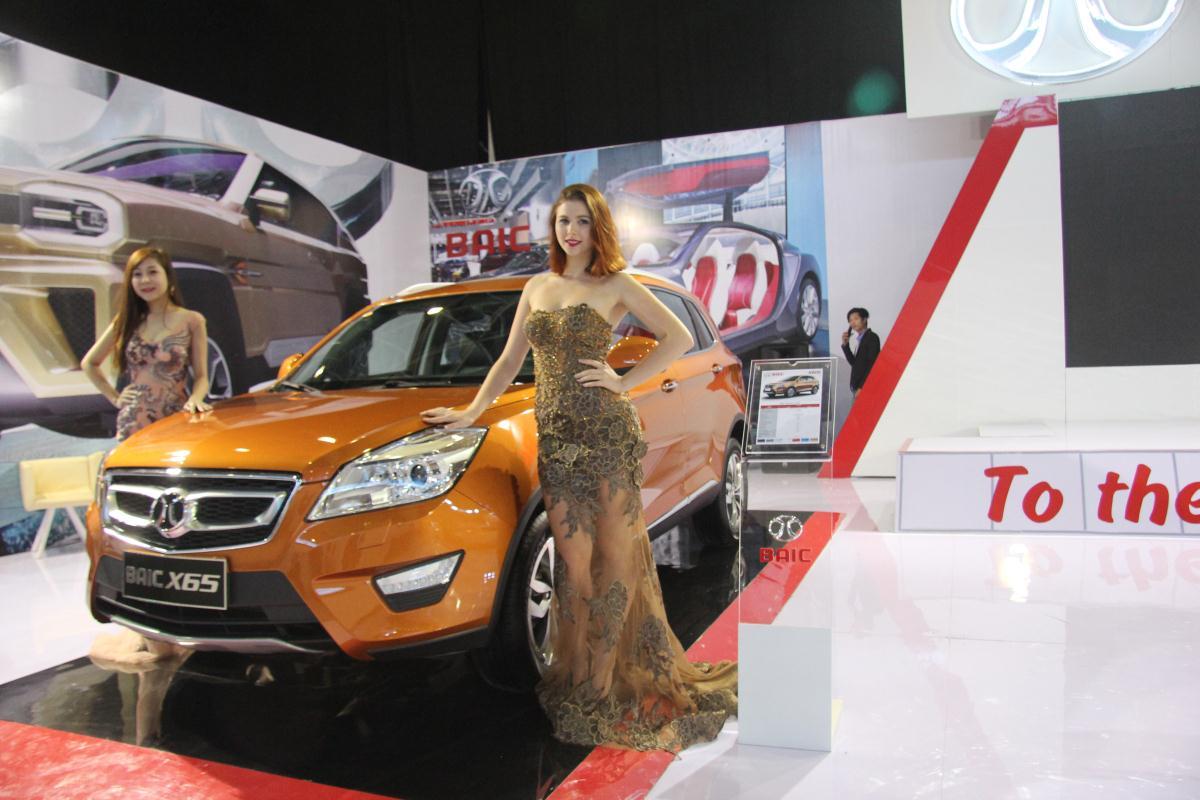Người mẫu Việt khoe sắc tại Vietnam Motor Show 2015 69
