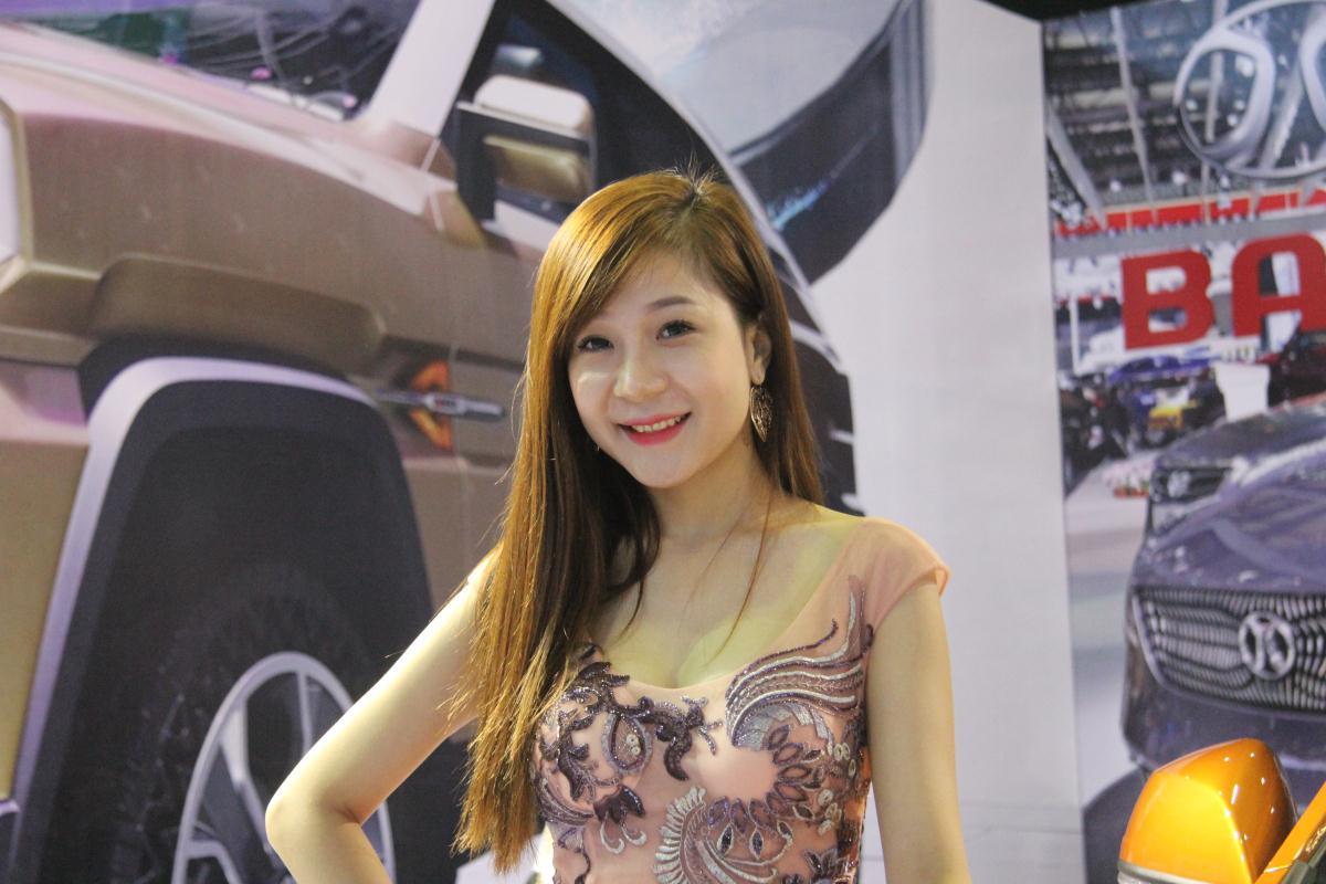 Người mẫu Việt khoe sắc tại Vietnam Motor Show 2015 70