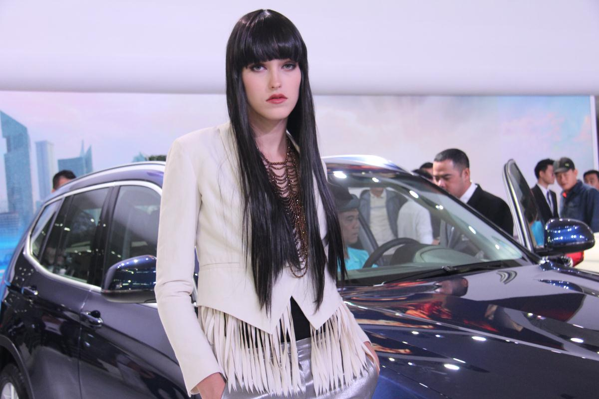Người mẫu Việt khoe sắc tại Vietnam Motor Show 2015 71