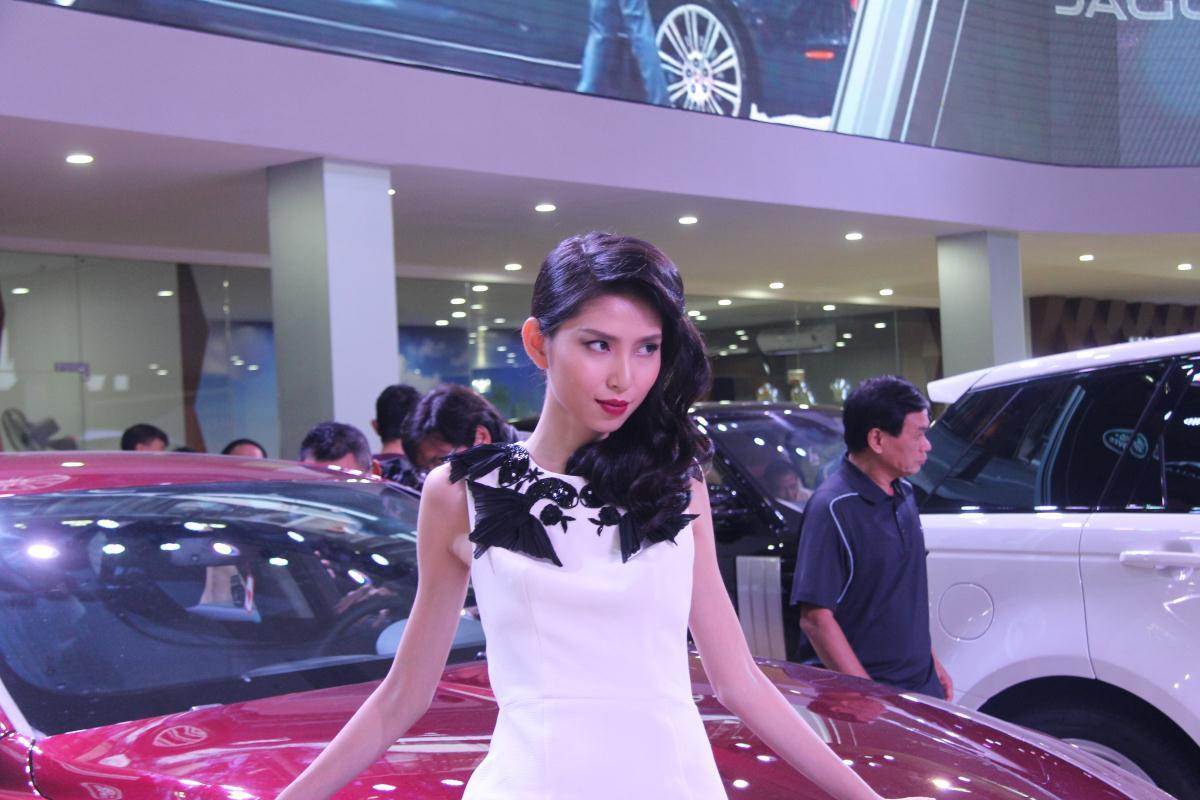 Người mẫu Việt khoe sắc tại Vietnam Motor Show 2015 72